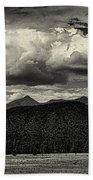 San Francisco Peaks In Black And White Bath Towel