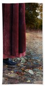 Woman In Vintage Clothing On Cobbled Street Bath Towel