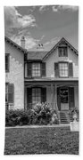Lincoln Cottage In Black And White Bath Towel