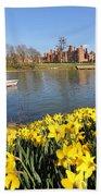 Daffodils Beside The Thames At Hampton Court London Uk Bath Towel