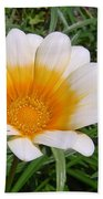 Australia - White Yellow Daisy Flower Bath Towel