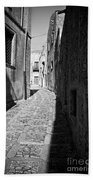 A Street In Sicily Bath Towel