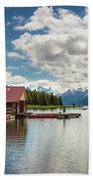 Boat House And Canoes On A Jetty At Maligne Lake In Canada Bath Towel