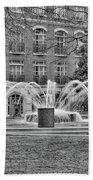 Charleston Waterfront Park Fountain Black And White Bath Towel