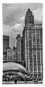 Chicago Skyline In Black And White Bath Towel