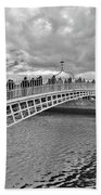 Ha' Penny Bridge In Black And White Bath Towel