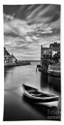 Leading Light At Staithes Bath Towel