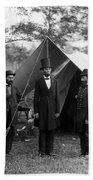 Lincoln With Allan Pinkerton - Battle Of Antietam - 1862 Hand Towel