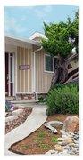 Modern Suburban House Hayward California 26 Bath Towel