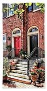 Philadelphia Pa - Townhouse With Red Geraniums Bath Towel