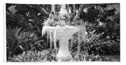 Spanish Moss Fountain With Bromeliads - Black And White Bath Towel