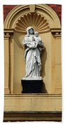 Statue Of Mother And Child Bath Towel