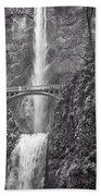 The Bridge At Multnomah Falls In Black And White Bath Towel