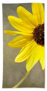 Yellow Daisy By Darrell Hutto Bath Towel