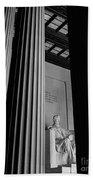 Abraham Lincoln Memorial Washington Dc Hand Towel by Edward Fielding