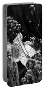 Black And White Daffodil Portable Battery Charger