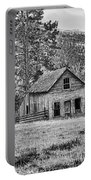 Black And White Old Merritt Farmhouse Portable Battery Charger