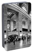 Black And White Pano Of Grand Central Station - Nyc Portable Battery Charger