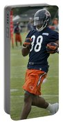 Chicago Bears Rb Shaun Draughn Training Camp 2014 01 Portable Battery Charger