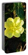 Fleur Jaune Couverte De Rosee Portable Battery Charger