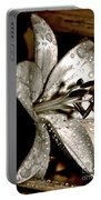 Gilded Lilies 3 Portable Battery Charger
