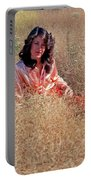 Lady In The Grass - Vert Portable Battery Charger