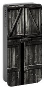 Old Barn Door - Bw Portable Battery Charger