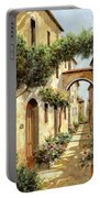 Passando Sotto L'arco Portable Battery Charger