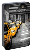 Yellow Cabs Waiting - Grand Central Terminal - Bw O Portable Battery Charger