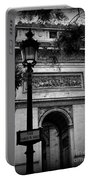 Arc De Triomphe - Black And White Portable Battery Charger