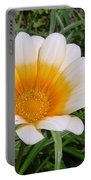 Australia - White Yellow Daisy Flower Portable Battery Charger
