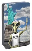 Alien Vacation - New York City Portable Battery Charger