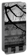 Beverly Wilshire Hotel - Beverly Hills - Black And White Portable Battery Charger