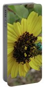 Daisy With Blue Bee Portable Battery Charger