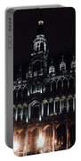 Darken 'city Hall Portable Battery Charger
