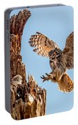 Great Horned Owl Returning To Her Nest Portable Battery Charger