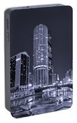 Marina City On The Chicago River In B And W Portable Battery Charger