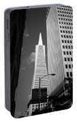 San Francisco - Transamerica Pyramid Bw Portable Battery Charger