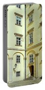 Vienna Courtyard Chat Portable Battery Charger
