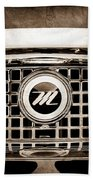 1959 Nash Metropolitan Grille Emblem Beach Towel