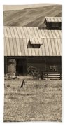 A Barn Near Ellensburg Wa Bw Beach Towel