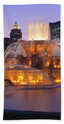 Buckingham Fountain, Chicago, Illinois Beach Towel