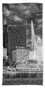Buckingham Fountain Sears Tower Black And White Beach Towel