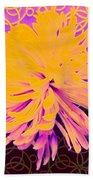 Crisantemo Dorado Beach Towel