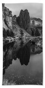Crooked River Reflection Bw Beach Towel