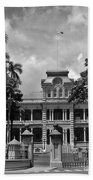 Hawaii's Iolani Palace In Bw Beach Towel