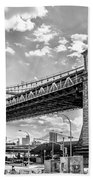 Manhattan Bridge - Pike And Cherry Streets Beach Towel