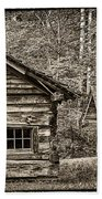 Pioneer Cabin And Shed In Cades Cove E227 Beach Towel