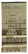 Singapore Cenotaph Monument Yearly Steps For World War Two Beach Towel