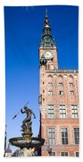 Town Hall And Neptune Fountain In Gdansk Beach Towel